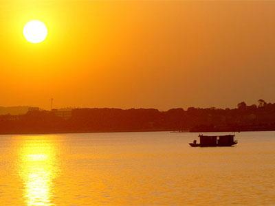 Dongting Lake in Hunan, at Sunset